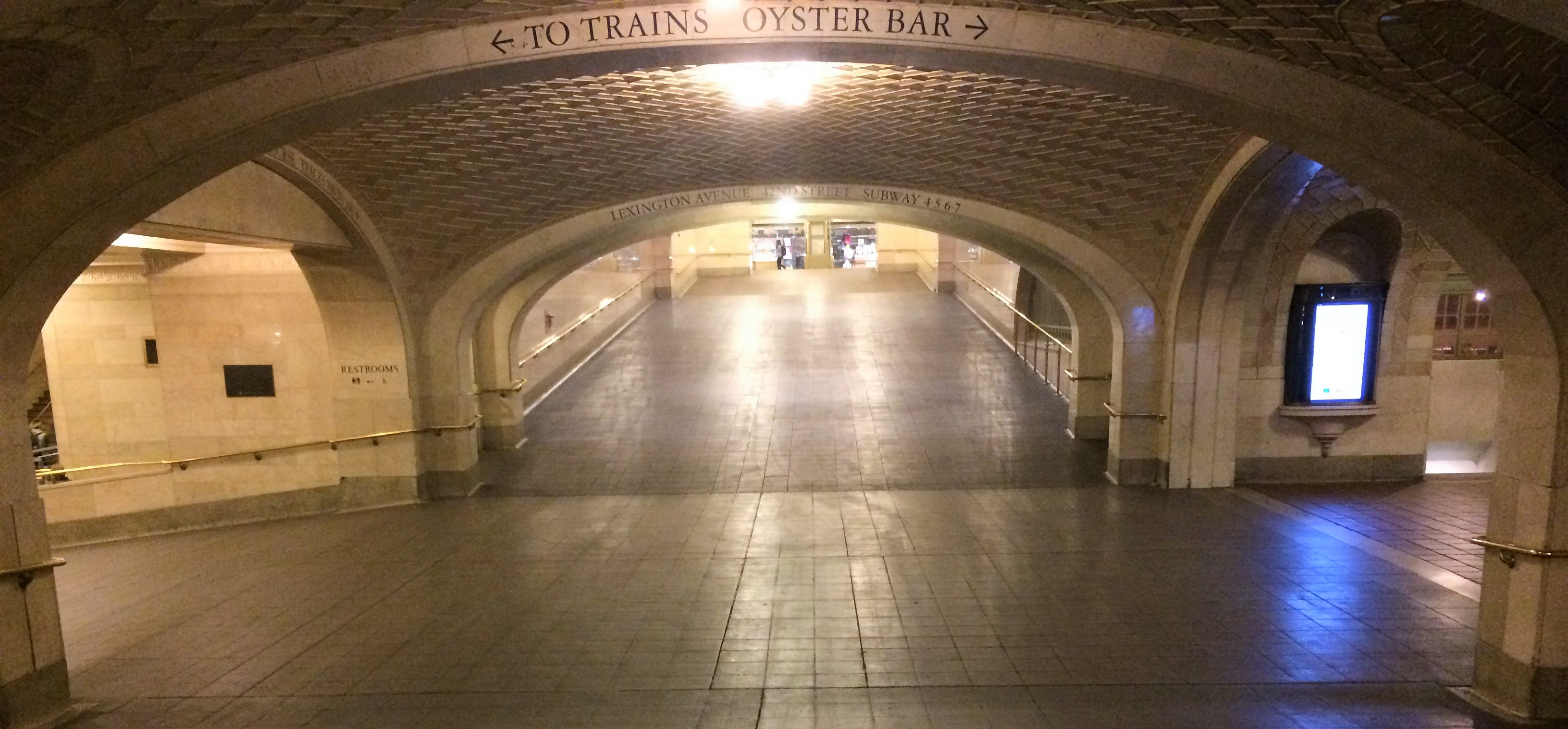 The whispering gallery in Grand Central Terminal. How surprising to find it completely empty.